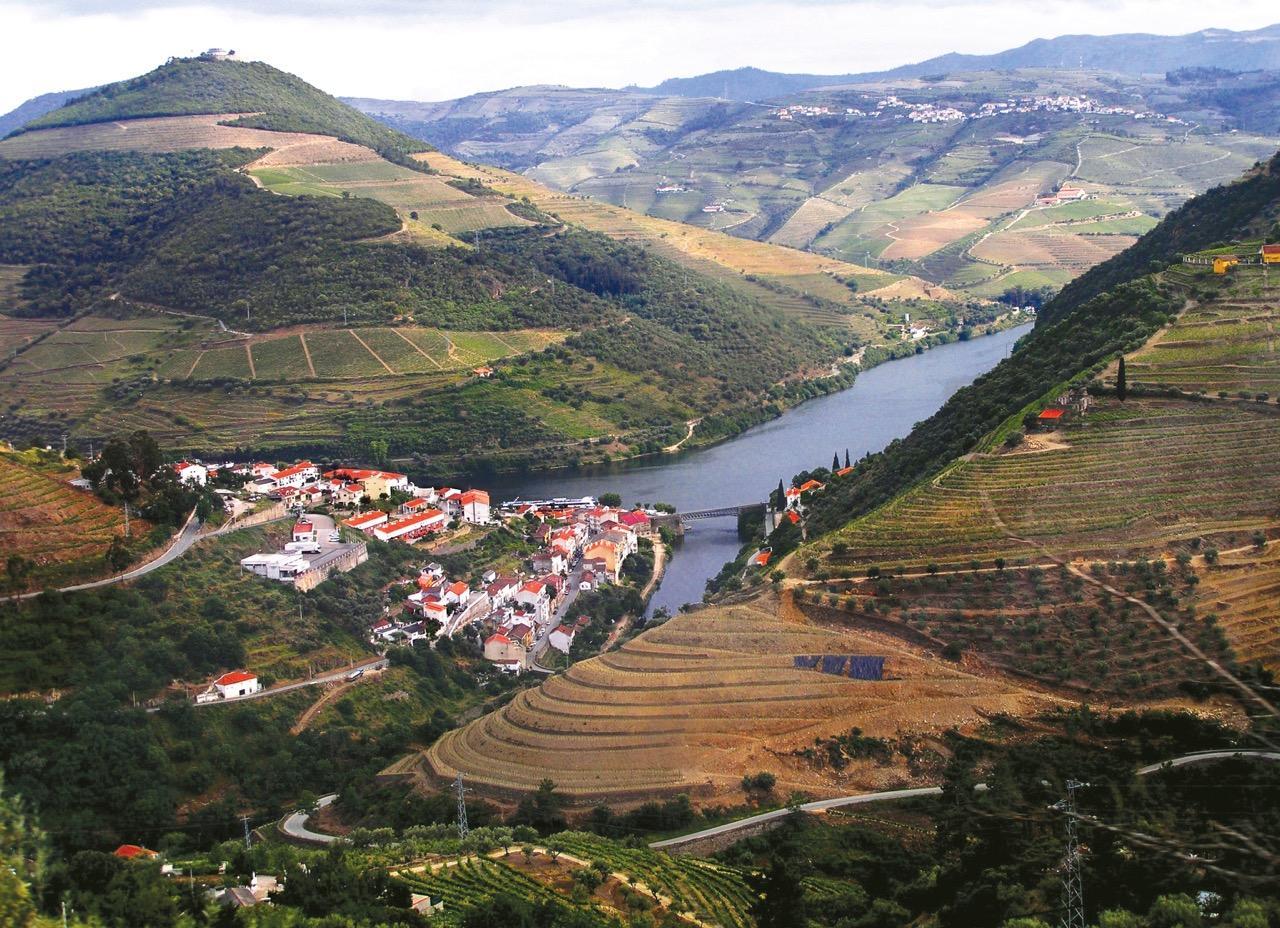 Pinhão and countryside
